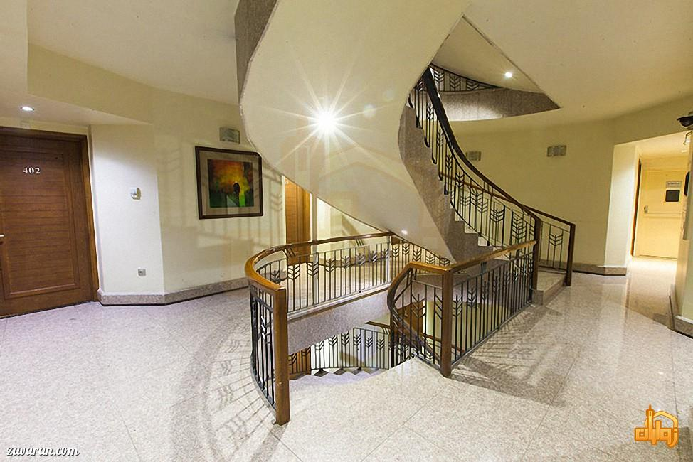 راهرو وراه پله طبقات هتل آرامیس مشهد