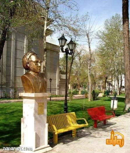 تندیس در باغ ملی مشهد