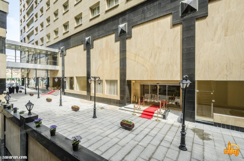 ساختمان و ورودی هتل آپارتمان حیات شرق مشهد