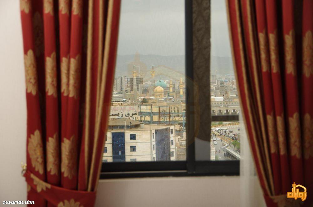 پنجره هتل شارستان طلایی مشهد به حرم مطهر
